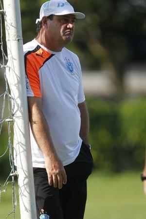Vica pretende colocar um time diferente diante do Coritiba (Foto: Akira Onuma/O Liberal)