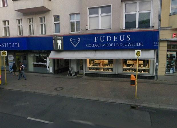 Em Berlim, na Alemanha, tem uma joalheria chamada 'Fudeus'. (Foto: Reprodução)