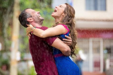 Mariana Ximenes e Malvino Salvador em cena de 'Haja coração' (Foto: Fabiano Battaglin/Gshow)