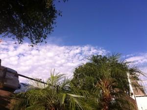Dia amanheceu ensolarado em Porto Alegre nesta quinta-feira (30) (Foto: Luiza Carneiro/ G1)