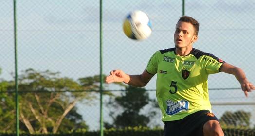 homem  de ferro (Aldo Carneiro / Pernambuco Press)