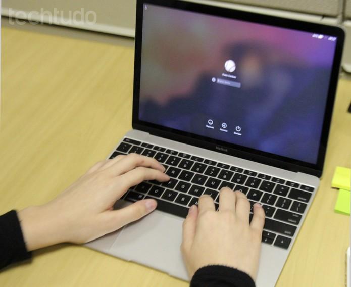 O teclado é um ponto fraco do Macbook 2015 (Foto: Carol Danelli/TechTudo)