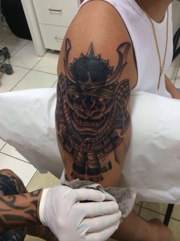 Yudi Tamashiro Faz Primeira Tatuagem   Doeu Pra Caramba
