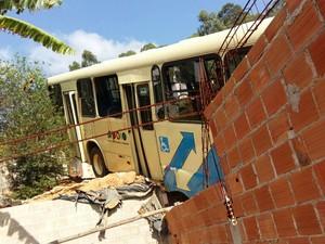 Acidente com ônibus em Juiz de Fora (Foto: Daniel Torres/G1)