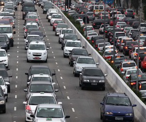 Velocidade média de veículos  cai nos horários de pico em 2012  (Renato S. Cerqueira/Futura Press/Estadão Conteúdo)