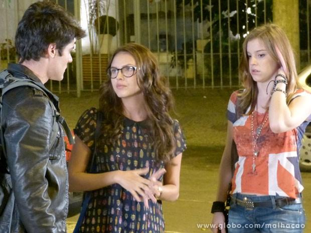 Lia faz uma cara de alívio e preocupação ao mesmo tempo (Foto: Malhação/ TV Globo)
