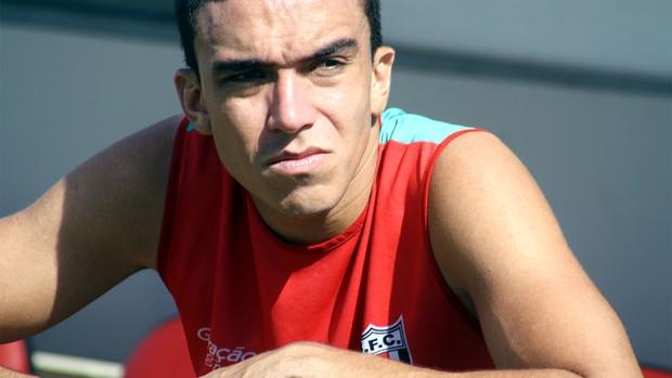 Sem ritmo de jogo, Henrique Mattos deve começar no banco de reservas (Foto: Cleber Akamine / globoesporte.com)