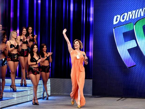 Samantha entra no palco do Domingão e levanta a galera (Foto: Inácio Moraes/ TV Globo)