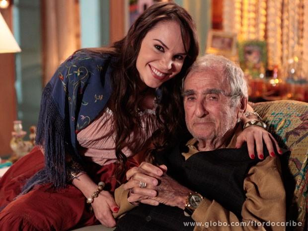 Carol Picchi vive a neta de Manolo, personagem de Elias Gleizer (Foto: Flor do Caribe / TV Globo)