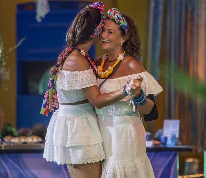 Ieda dança com Vivian (Foto: Artur Meninea/Gshow)