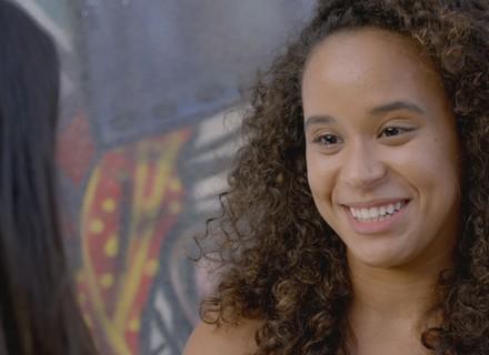 Vera oferece ajuda a Lívia para agradar dona Sandra