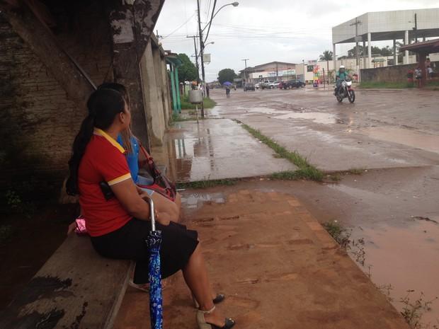 Passageiros vão até o bairro Infraero II para utilizar o ônibus (Foto: Jéssica Alves/G1)