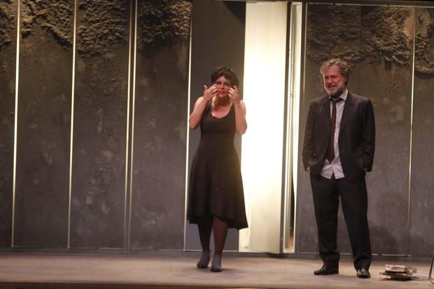 Regiane Alves e Leopoldo Pacheco se apresentam na peça Para um longo amor (Foto: Ag. News)