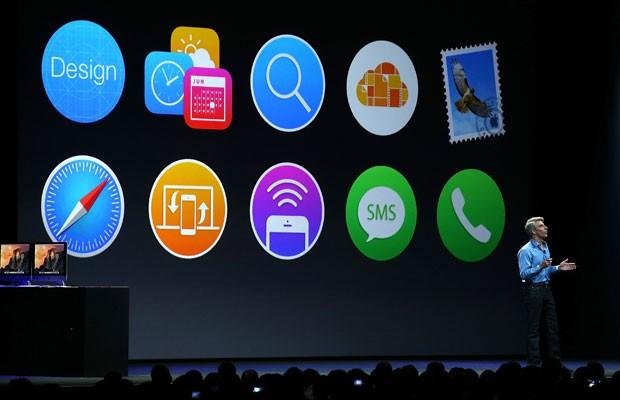Vice-presidente de Software e Engenharia, Craig Federighi, mostra alteração no sistema operacional de iPhones em conferência de desenvolvedores. (Foto: Justin Sullivan/France Presse)