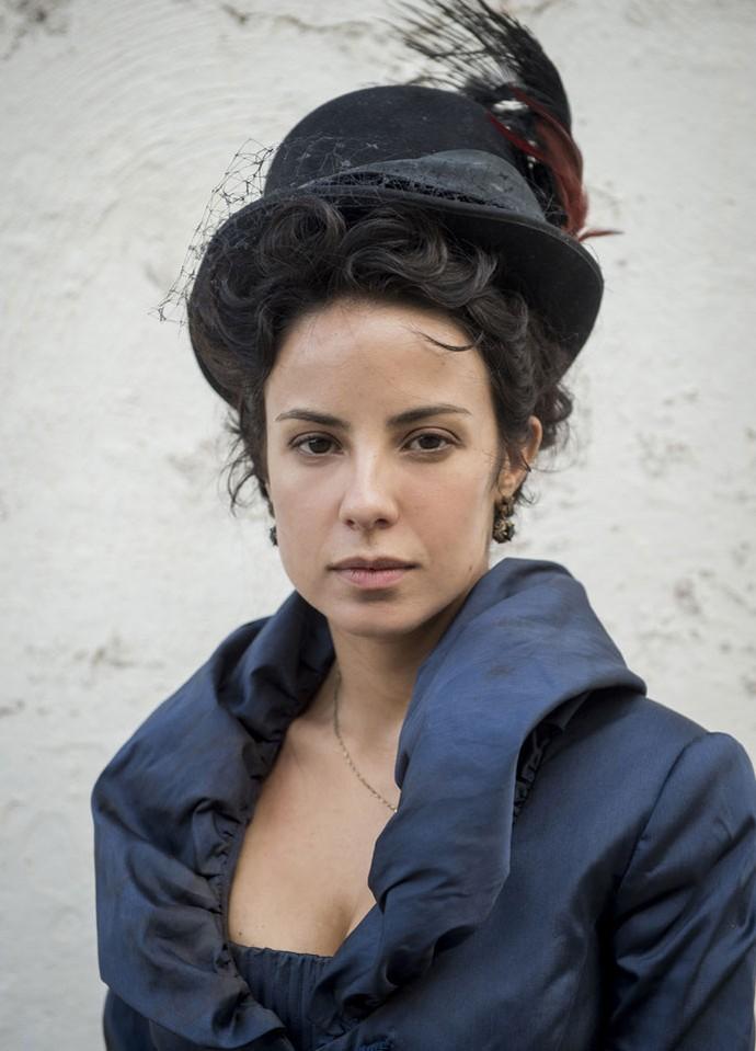 Andreia Horta posa caracterizada como Joaquina, seu personagem na próxima novela das 11, Liberdade, liberdade (Foto: João Cotta / TV Globo)