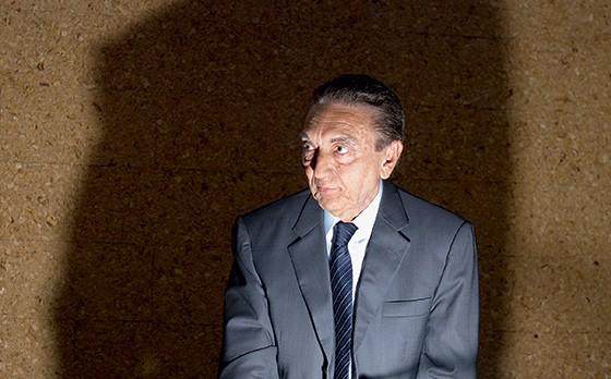 ELÉTRICO O senador Edison Lobão e um trecho da investigação (abaixo). Ele é considerado a ligação entre o petrolão e o eletrolão (Foto: Ed Ferreira/Estadão Conteúdo)