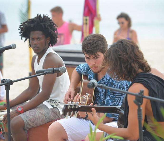 Rolou até um som da banda! (Foto: Pedro Carrilho/Gshow)