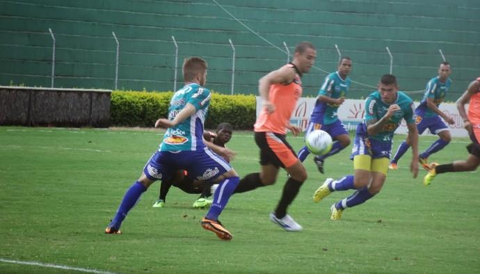 Lance de Mirassol x Noroeste, em amistoso disputado neste sábado (Foto: Vinicius de Paula / Mirassol FC)