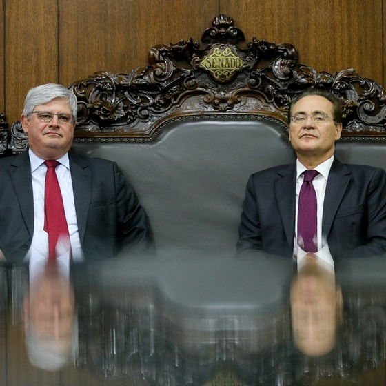Renan Calheiros e Rodrigo Janot (Foto: Alan Marques/Folhapress)
