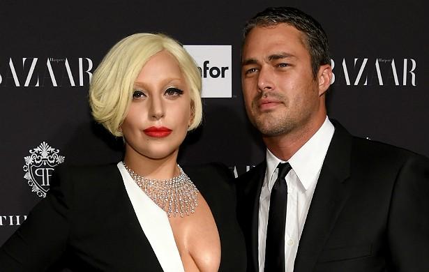 Eles são namorados e, segundo as fofocas, serão marido e mulher a partir do ano que vem. Mas, antes disso, Lady Gaga e o ator Taylor Kinney são grandes amigos. (Foto: Getty Images)