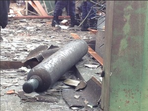 Cilindro explodiu em casa de Rio Branco (Foto: Veriana Ribeiro/G1)