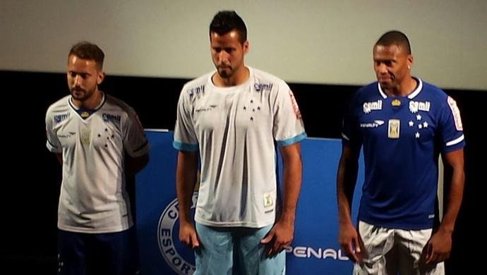 Éverton Ribeiro, Fábio e Júlio Baptista participam de lançamento de novo uniforme do Cruzeiro (Foto: Marco Astoni)