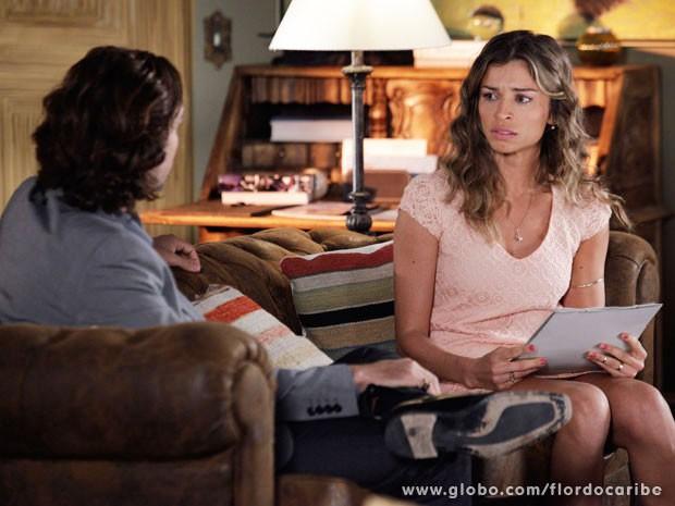 Ester finge acreditar no dossiê sobre Cassiano (Foto: Flor do Caribe / TV Globo)