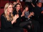 Luciana Gimenez leva o filho Lucas Jagger ao teatro