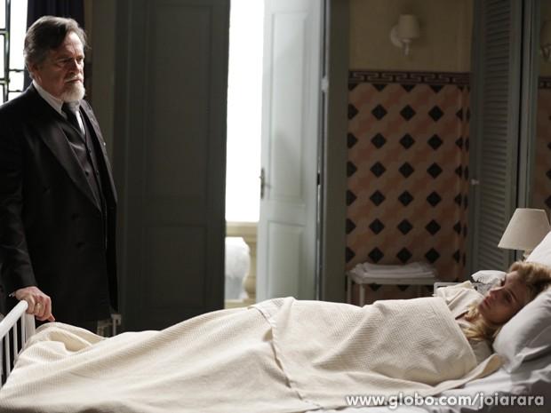 Ernest promete punir Iolanda após sua fuga (Foto: Fábio Rocha/TV Globo)