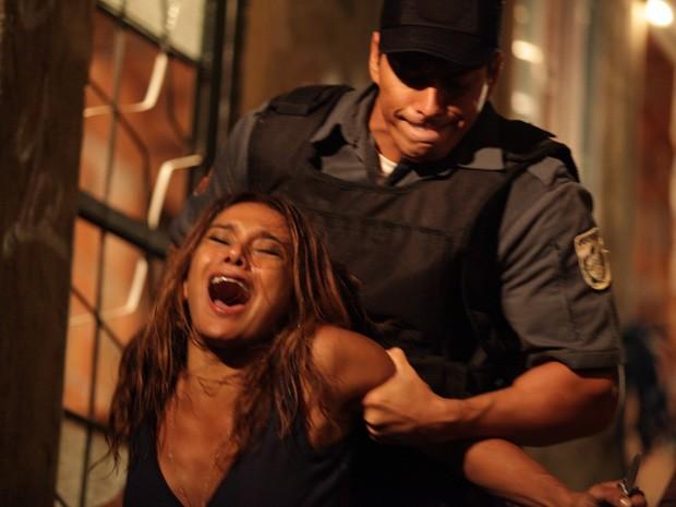Lucimar sofre ao ver Wanda fugindo (Foto: Salve Jorge/TV Globo)