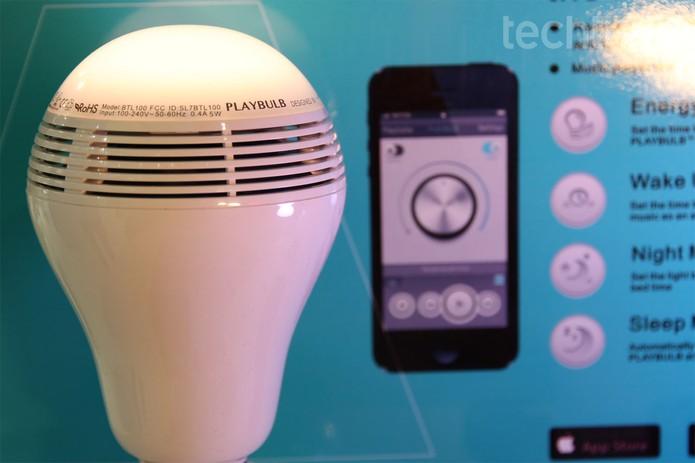 Lâmpada de LED Playbulb é atração na Eletrolar Show 2014 (Foto: Isadora Díaz/TechTudo)
