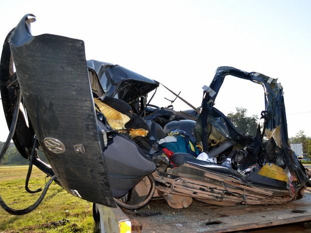 Motorista morre após colisão em rodovia de São Pedro (Foto: Fernanda Zanetti/G1)