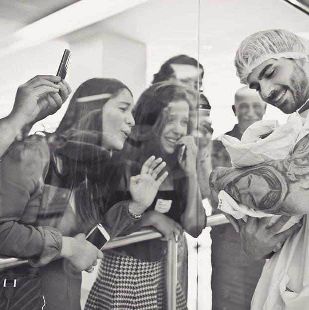 Adriana Sant'Anna compartilha foto de momento do nascimento do filho (Foto: Reprodução/Instagram)
