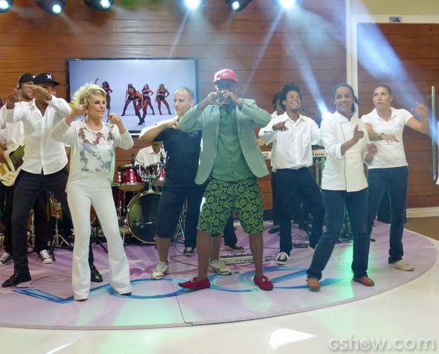 """Psirico colocou todo mundo para dançar ao som de """"Lepo Lepo"""" (Foto: Mais Você / TV Globo)"""