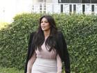 Grávida, Kim Kardashian aparece com mancha branca na perna