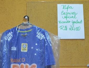 Douglas Guedes camisa Ricardo Goulart (Foto: Danilo Sardinha/GloboEsporte.com)