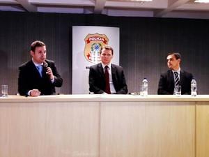 Delegado explicou esquema em entrevista coletiva em Porto Alegre (Foto: Cristine Gallisa/RBS TV)