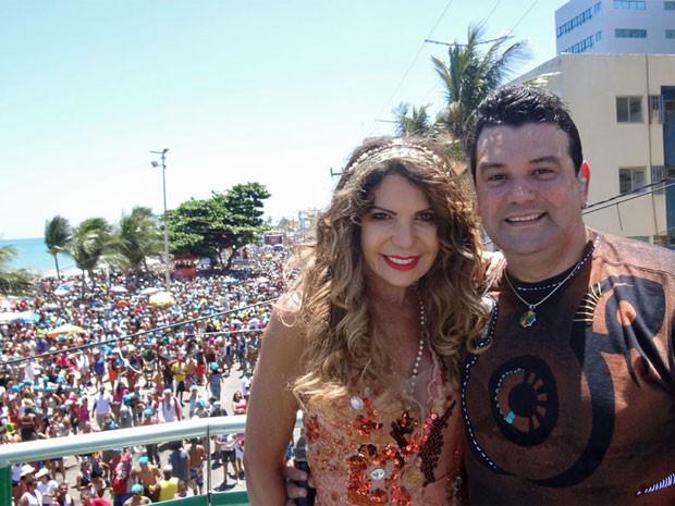 Elba Ramalho comandou um dos dez trios com André Rios. (Foto: Katherine Coutinho/G1)