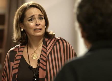 Gilda descobre que Haroldo é o pai do filho de Marisa