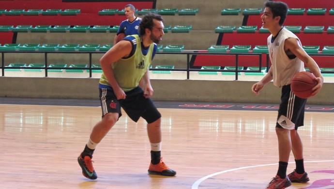 http://s2.glbimg.com/gA2UAGMTmL-roSPQdmGUX523vKs=/8x46:2000x1171/690x390/s.glbimg.com/es/ge/f/original/2014/05/22/basquete-flamengo-marcellopires8.jpg