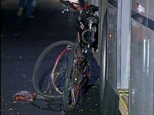 Ciclista atropelado no Centro (Foto: Reprodução/TV Globo)
