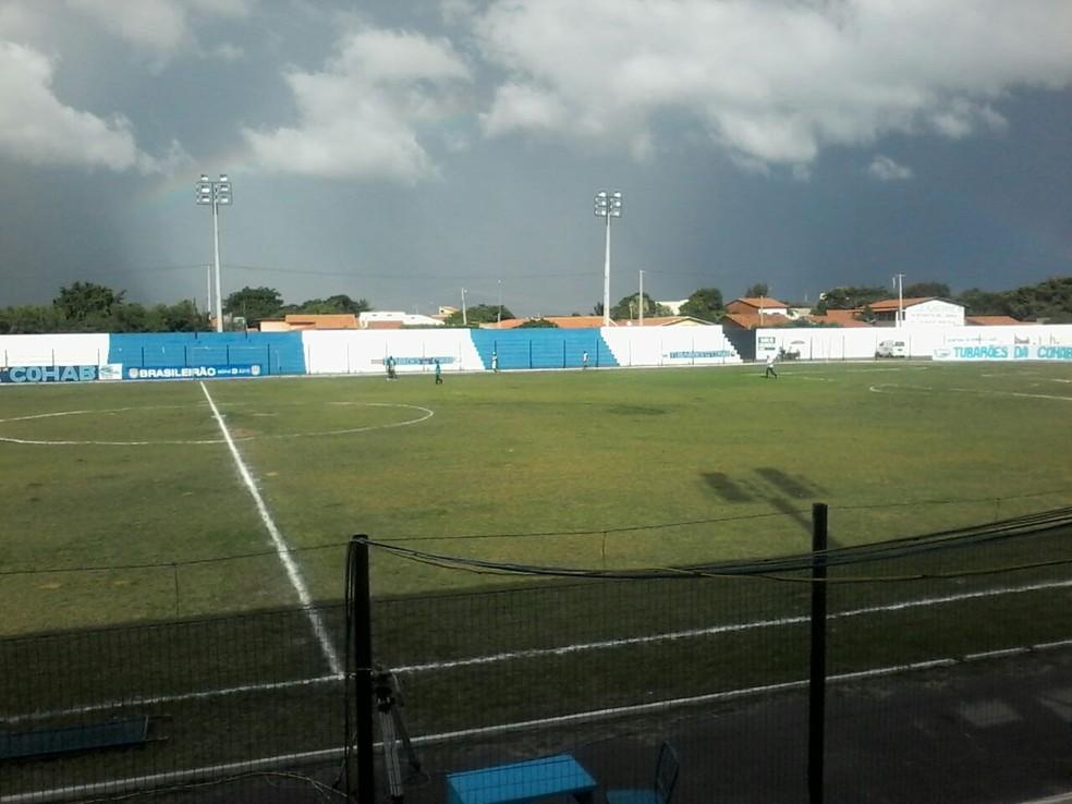 Estádio Pedro Alelaf em Parnaíba  (Foto: Gilson Brito)