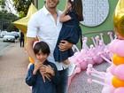 Kaká aparece com os filhos pela primeira vez após separação