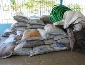 Materiais para reforma do campo já se encontram no Mutange (Foto: Divulgação /CSA)