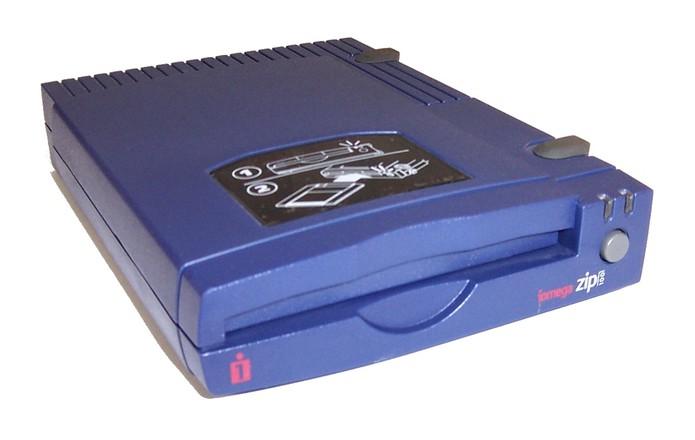 O Zip Drive permitia armazenar grandes quantidades de dados (Foto: Reprodução)