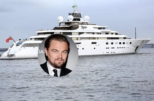 Leonardo DiCaprio - ator e amigos estão no balneário de Búzios (Foto: AG.News)