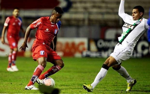Dener Guaratinguetá x Figueirense (Foto: Fábio Rubinato/Agência Guará Futebol)