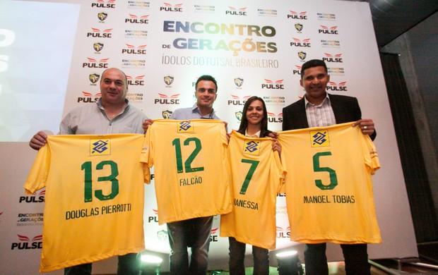 Falcão Manoel Tobias Vanessa Douglas futsal nova camisa (Foto: Divulgação)