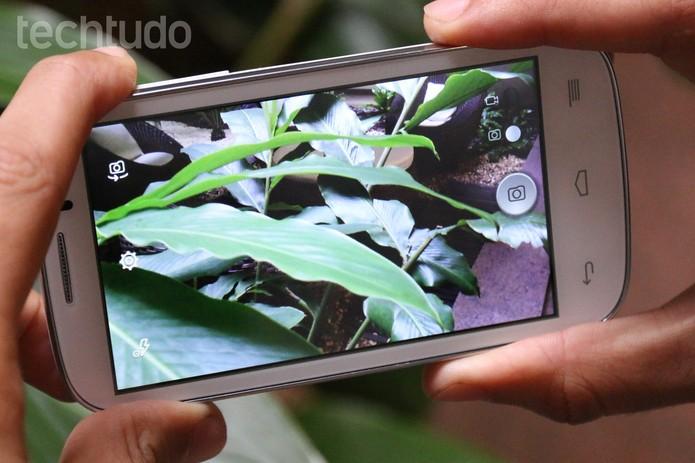 Câmeras do Alcatel One Touch Pop C5 decepcionam (Foto: Lucas Mendes/TechTudo)