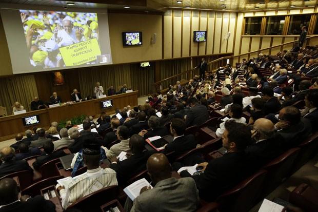 Prefeitos de todo o mundo participam de seminário sobre desenvolvimento sustentável no Vaticano nesta terça-feira (21) (Foto: Gregorio Borgia/AP)